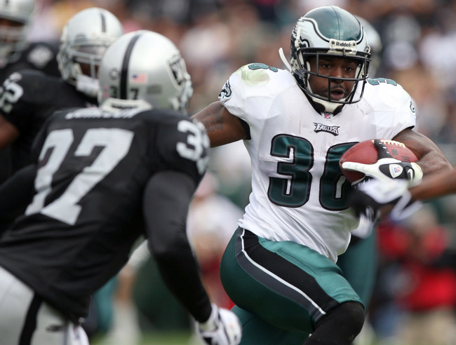 Hi-res-91981230-brian-westbrook-of-the-philadelphia-eagles-runs-against_crop_650