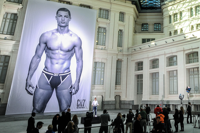 Hi-res-186436107-cristiano-ronaldo-poses-in-front-of-a-19m-high_crop_650