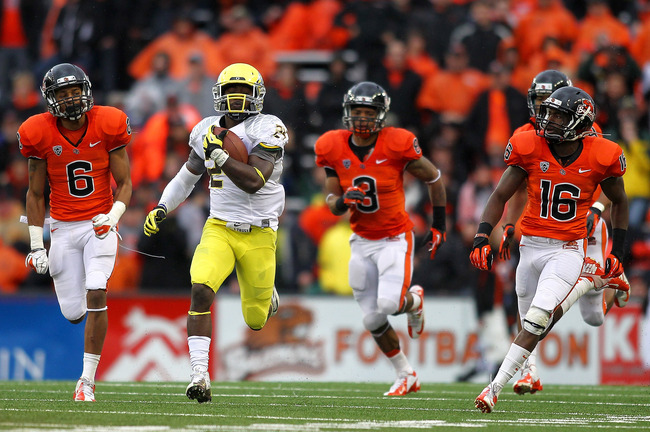 Hi-res-156907213-kenjon-barner-of-the-oregon-ducks-out-runs-the-defense_crop_650
