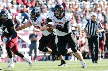 Hi-res-186633392-jordan-lynch-of-the-northern-illinois-huskies-runs-the_display_image