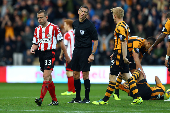 Hi-res-186626793-lee-cattermole-of-sunderland-is-sent-off-with-a-red_crop_650