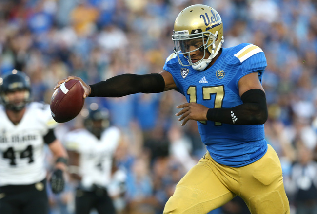 Hi-res-186657352-quarterback-brett-hundley-of-the-ucla-bruins-holds-out_crop_650x440