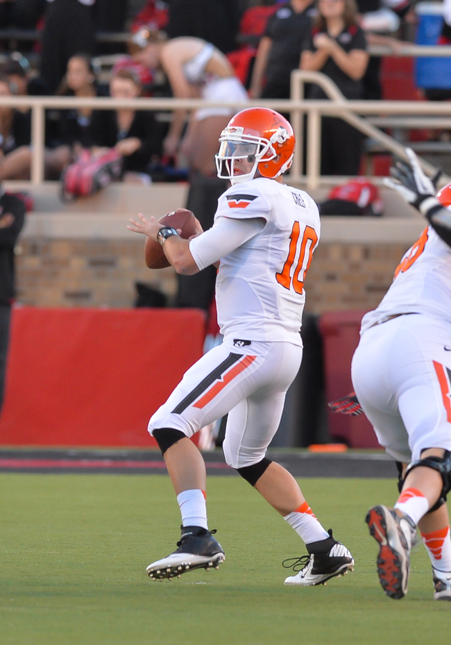 Hi-res-186675903-quarterback-clint-chelf-of-the-oklahoma-state-cowboys_crop_650