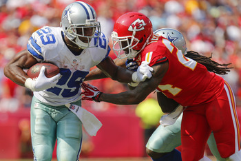 Hi-res-180892202-dwayne-harris-attempts-to-block-out-brandon-flowers-of_display_image