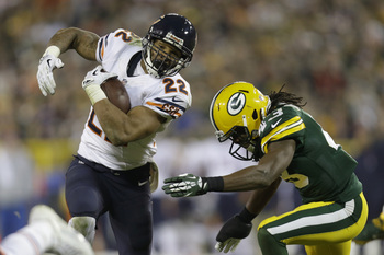 Hi-res-186911210-matt-forte-of-the-chicago-bears-runs-with-the-football_display_image