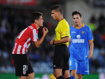 Hi-res-186151653-ander-herrera-of-athletic-club-argues-with-referee-gil_display_image