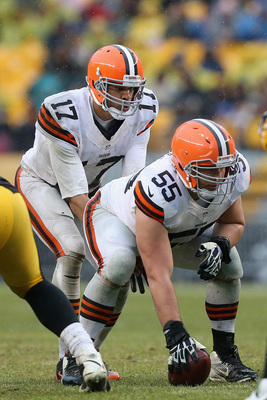 Hi-res-459735103-alex-mack-prepares-to-snap-the-ball-to-jason-campbell_display_image
