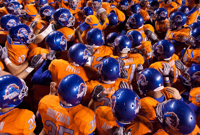 Hi-res-107030116-derrell-acrey-psyches-up-the-boise-state-broncos-before_crop_650x440