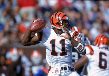 Hi-res-645546-oct-2000-akili-smith-of-the-cincinnati-bengals-lines-up-a_display_image