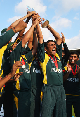 Hi-res-88609735-younis-khan-of-pakistan-lifts-the-trophy-during-the-icc_display_image