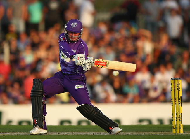 Hi-res-464563087-ben-dunk-of-the-hurricanes-bats-during-the-big-bash_crop_650