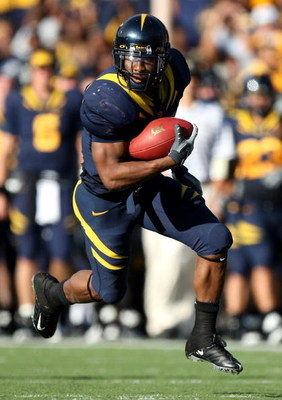 BERKELEY, CA - NOVEMBER 22:  Jahvid Best #4 of the California Golden Bears runs against the Stanford Cardinal during an NCAA football game on November 22, 2008 at Memorial Stadium in Berkeley, California.  (Photo by Jed Jacobsohn/Getty Images)