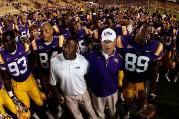 BATON ROUGE, LA - SEPTEMBER 19:  Head coach Les Miles center, celebrates with members of the Louisiana State University Tigers after defeating the University of Louisiana-Lafatette Ragin' Cajuns at Tiger Stadium 31-3 on September 19, 2009 in Baton Rouge,
