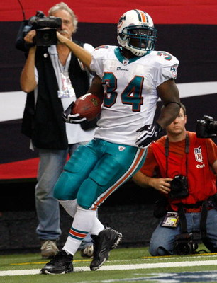ATLANTA - SEPTEMBER 13:  Running back Ricky Williams #34 of the Miami Dolphins scores a touchdown against the Atlanta Falcons at Georgia Dome on September 13, 2009 in Atlanta, Georgia.  (Photo by Kevin C. Cox/Getty Images)