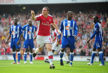 LONDON, ENGLAND - SEPTEMBER 19:  Thomas Vermaelen of Arsenal celebrates his goal during the Barclays Premier League match between Arsenal and Wigan Athletic at the Emirates Stadium on September 19, 2009 in London, England.  (Photo by Clive Mason/Getty Ima