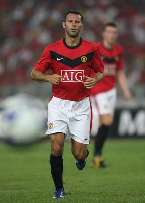 KUALA LUMPUR, MALAYSIA - JULY 20: Ryan Giggs of Manchester United in action during the pre-season friendly match between Manchester United and Malaysia XI at Bukit Jalil National Stadium on July 20, 2009 in Kuala Lumpur, Malaysia. (Photo by Stanley Chou/G