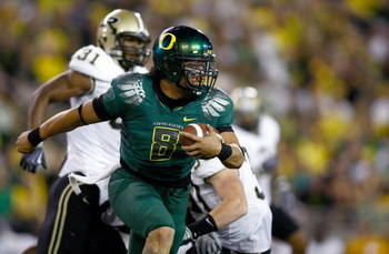 EUGENE, OR - SEPTEMBER 12:  Quarterback Jeremiah Masoli #8 of the Oregon Ducks runs with the ball against the Purdue Boilermakers  at Autzen Stadium on September 12, 2009 in Eugene, Oregon.  (Photo by Jonathan Ferrey/Getty Images)