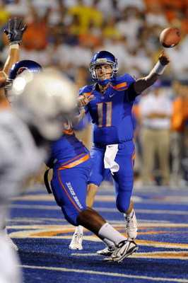 BOISE, ID - SEPTEMBER 3: Quarterback Kellen Moore #6 of the Boise State Broncos throws a pass in the third quarter of the game against the Oregon Ducks at Bronco Stadium on September 3, 2009 in Boise, Idaho. Boise State won the game 19-8. (Photo by Steve