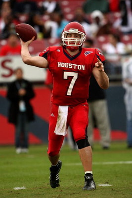 HOUSTON - NOVEMBER 17:  Quarterback Case Keenum #7 of the Houston Cougars throws a pass against the Marshall Thundering Herd at Robertson Stadium November 17, 2007 in Houston, Texas. Houston won 35-28.  (Photo by Stephen Dunn/Getty Images)