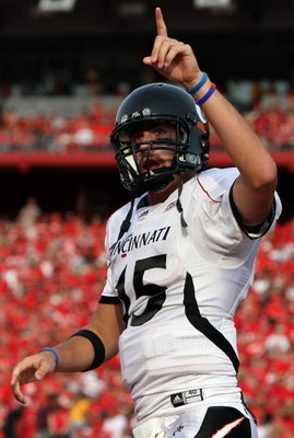 PISCATAWAY, NJ - SEPTEMBER 07:  Tony Pike #15 of the Cincinnati Bearcats celebrates a touchdown against the Rutgers Scarlet Knights at Rutgers Stadium on September 7, 2009 in Piscataway, New Jersey.   by Jim McIsaac/Getty Images)