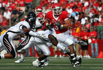 PISCATAWAY, NJ - SEPTEMBER 07:  Joe Martinek #38 of the Rutgers Scarlet Knights runs the ball against the Cincinnati Bearcats at Rutgers Stadium on September 7, 2009 in Piscataway, New Jersey.  (Photo by Jim McIsaac/Getty Images)