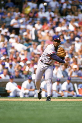 CHICAGO - SEPTEMBER 1:  Terry Pendleton #9 of the Atlanta Braves throws the ball during a game against the Chicago Cubs on September 1, 1996 at Wrigley Field in Chicago, Illinois. (Photo by Jonathan Daniel/Getty Images)