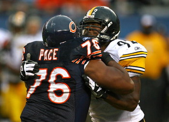 CHICAGO - SEPTEMBER 20: Orlando Pace #76 of the Chicago Bears blocks James Harrison #92 of the Pittsburgh Steelers on September 20, 2009 at Soldier Field in Chicago, Illinois. The Bears defeated the Steelers 17-14. (Photo by Jonathan Daniel/Getty Images)