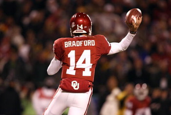 KANSAS CITY, MO - DECEMBER 6:  Quarterback Sam Bradford #14 of the Oklahoma Sooners passes the ball en route to defeating the Missouri Tigers 62-21 to win the Big 12 Championship game on December 6, 2008 at Arrowhead Stadium in Kansas City, Missouri. (Pho