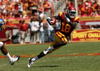 LOS ANGELES - SEPTEMBER 5:  Wide receiver Damian Williams #18 of the USC Trojans carries the ball against the San Jose State Spartans on September 5, 2009 at the Los Angeles Coliseum in Los Angeles, California.  The Trojans won 56-3. (Photo by Stephen Dun