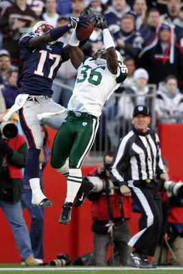 FOXBORO, MA - JANUARY 07:  Chad Jackson #36 of the New England Patriots goes up for a pass against David Barrett #36 of the New York Jets during the AFC Wild Card Playoff Game at Gillette Stadium on January 7, 2007 in Foxboro, Massachusetts.  (Photo by El