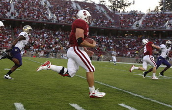 PALO ALTO, CA - SEPTEMBER 26:  Toby Gerhart #7 of the Stanford Cardinal runs for a touchdown against the Washington Huskies at Stanford Stadium on September 26, 2009 in Palo Alto, California.  (Photo by Jed Jacobsohn/Getty Images)