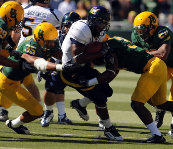 EUGENE, OR - SEPTEMBER 26: Jahvid Best #4 of the California Bears finds little running room as he tackled by Spencer Paysinger #35 and Talmadge Jackson III #37 of the Oregon Ducks in the first quarter of the game at Autzen Stadium on September 26, 2009 in