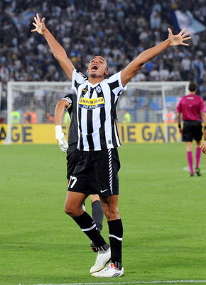 ROME - SEPTEMBER 12:  David Trezeguet of Juventus celebrates with his team mates after scoring their second goal during the Serie A match  between Lazio and Juventus at Stadio Olimpico on September 12, 2009 in Rome, Italy.  (Photo by Giuseppe Bellini/Gett