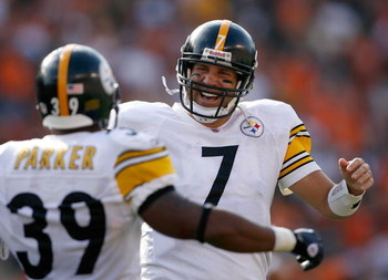 CINCINNATI - SEPTEMBER 27:  Ben Roethlisberger #7 of the Pittsburgh Steelers celebrates with Willie Parker #39 during the NFL game against the Cincinnati Bengals at Paul Brown Stadium on September 27, 2009 in Cincinnati, Ohio.  (Photo by Andy Lyons/Getty