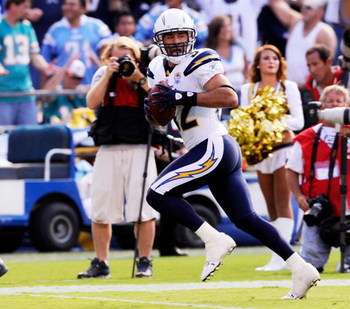 SAN DIEGO - SEPTEMBER 27:  Eric Weddle #32 of the San Diego Chargers runs back 31-yard for a touchdown after intercepting a pass by Chad Henne of the Miami Dolphins during fourth quarter of the NFL football game at Qualcomm Stadium on September 27, 2009 i