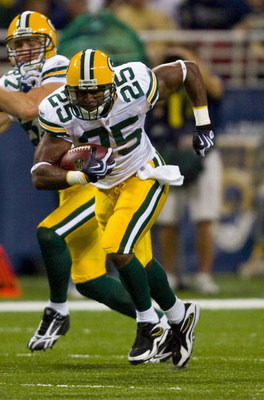 ST. LOUIS, MO - SEPTEMBER 27: Ryan Grant #25 of the Green Bay Packers rushes against the St. Louis Rams at the Edward Jones Dome on September 27, 2009 in St. Louis, Missouri.  The Packers beat the Rams 36-17.  (Photo by Dilip Vishwanat/Getty Images)