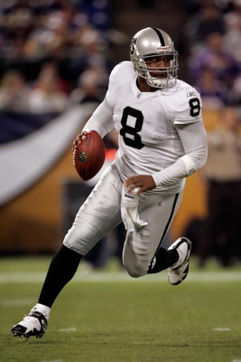 MINNEAPOLIS, MN - NOVEMBER 18:  Quarterback Daunte Culpepper #8 of the Oakland Raiders rolls out to his right against the Minnesota Vikings in the second quarter at the Metrodome on November 18, 2007 in Minneapolis, Minnesota.  (Photo by Jeff Gross/Getty