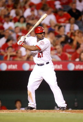 ANAHEIM, CA - AUGUST 29:  Howie Kendrick #47 of the Los Angeles Angels of Anaheim bats against the Oakland Athletics at Angel Stadium on August 29, 2009 in Anaheim, California. The Athletics defeated the Angels 4-3.  (Photo by Jeff Gross/Getty Images)