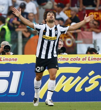 ROME - AUGUST 30:  Ribas d Cunha Diego of Juventus celebrates after scoring during the Serie A match between Roma and Juventus at Stadio Olimpico on August 30, 2009 in Rome, Italy.  (Photo by Paolo Bruno/Getty Images)