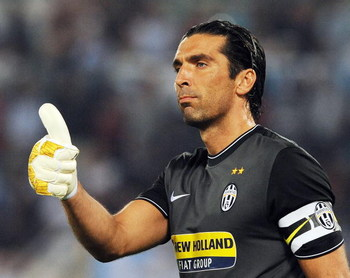 ROME - SEPTEMBER 12:  Gianluigi Buffon of FC Juventus during the Serie A match between SS Lazio v FC Juventus at Stadio Olimpico on September 12, 2009 in Rome, Italy.  (Photo by Giuseppe Bellini/Getty Images)