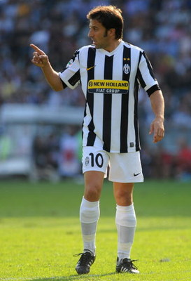 TURIN, ITALY - SEPTEMBER 27:  Alessandro Del Piero of Juventus FC plays 400 games in Serie A during the Serie A match between Juventus FC and Bologna FC at Olimpico Stadium on September 27, 2009 in Turin, Italy.  (Photo by Valerio Pennicino/Getty Images)