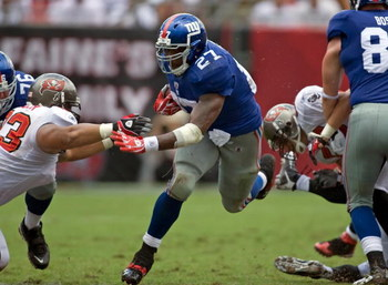 TAMPA, FL - SEPTEMBER 27:  Running back Brandon Jacobs #27 of the New York Giants runs the ball against the Tampa Bay Buccaneers during the game at Raymond James Stadium on September 27, 2009 in Tampa, Florida.  (Photo by J. Meric/Getty Images)