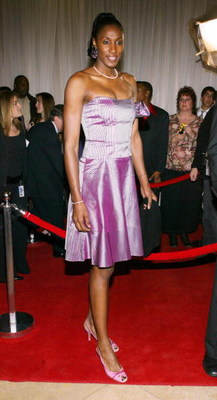 BEVERLY HILLS, CA - DECEMBER 1:  Basketball player Lisa Leslie attends the Sixth Annual Family Television Awards at the Beverly Hilton Hotel on December 1, 2004 in Beverly Hills, California.  (Photo by Frederick M. Brown/Getty Images)