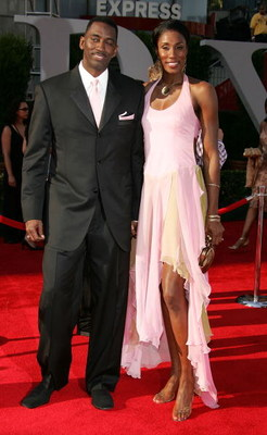 HOLLYWOOD - JULY 13:  Los Angeles Sparks center Lisa Leslie (R) and guest arrive at the 13th Annual ESPY Awards at the Kodak Theatre on July 13, 2005 in Hollywood, California.  (Photo by Frazer Harrison/Getty Images)