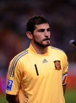 LA CORUNA, SPAIN - SEPTEMBER 05:  Iker Casillas of Spain lines-up before the Group 5 FIFA2010 World Cup Qualifier match between Spain and Belgium at the Riazor stadium on September 5, 2009 in La Coruna, Spain.  (Photo by Denis Doyle/Getty Images)