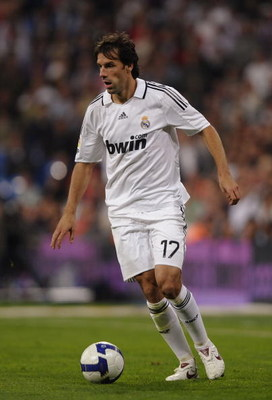 MADRID, SPAIN - OCTOBER 05:  Ruud Van Nistelrooy of Real Madrid in action during the La Liga match between Real Madrid and Espanol at the Santiago Bernabeu stadium on October 5, 2008 in Madrid, Spain.  (Photo by Denis Doyle/Getty Images)
