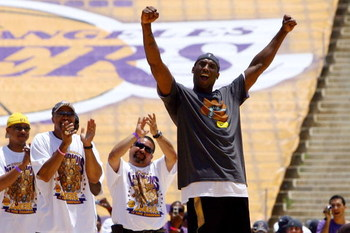 LOS ANGELES, CA - JUNE 17:  Kobe Bryant of the Los Angeles Lakers celebrates on stage during the 2009 NBA Championship Victory Parade at the Los Angeles Memorial Coliseum on June 17, 2009 in Los Angeles, California.  (Photo by Jeff Gross/Getty Images)