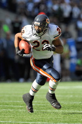 SEATTLE - SEPTEMBER 27: Matt Forte #22 of the Chicago Bears carries the ball during the game against the Seattle Seahawks on September 27, 2009 at Qwest Field in Seattle, Washington. The Bears defeated the Seahawks 25-19.  (Photo by Otto Greule Jr/Getty I