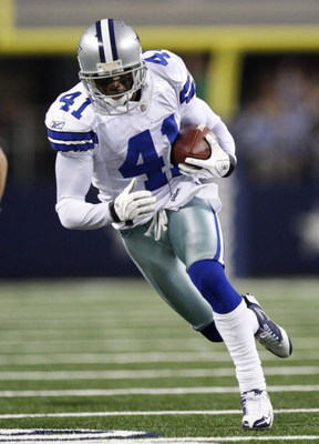 ARLINGTON, TX - SEPTEMBER 28:  Terence Newman #41 of the Dallas Cowboys returns an interception for a touchdown in the fourth quater against the Carolina Panthers at Cowboys Stadium on September 28, 2009 in Arlington, Texas. (Photo by Ronald Martinez/Gett
