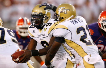 ATLANTA - SEPTEMBER 10:  Quarterback Josh Nesbitt #9 and Jonathan Dwyer #21 of the Georgia Tech Yellow Jackets against the Clemson Tigers at Bobby Dodd Stadium on September 10, 2009 in Atlanta, Georgia.  (Photo by Kevin C. Cox/Getty Images)